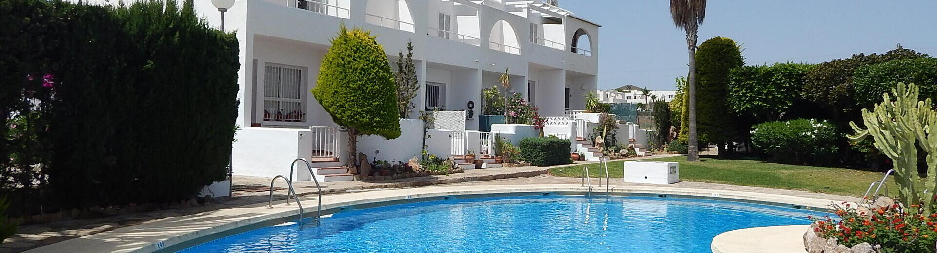 VIP7303: Rijtjeshuis te koop